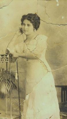 Foto que le envió mi abuela Amparo a mi abuelo Ramón cuando eran novios